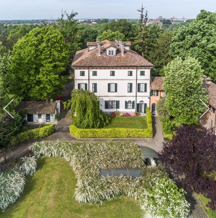 Plurilocale di pregio in villa storica a Pavia