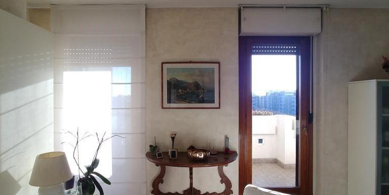 3_Salotto verso finestre