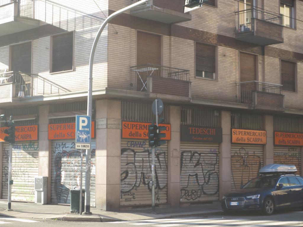Negozio 6 luci Piazza Aspromonte 51